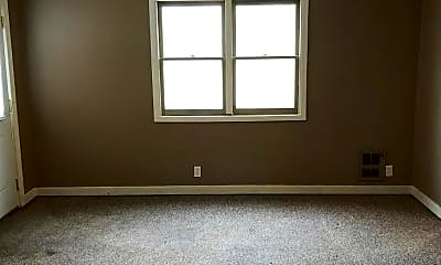 Living Room, 337 W Adams Rd, 2