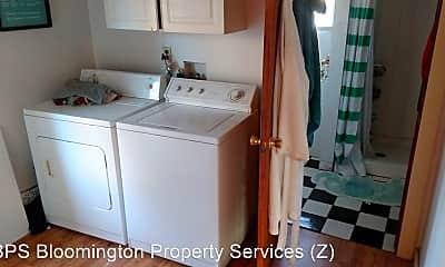 Bathroom, 429 S Henderson St, 2