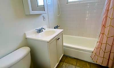 Bathroom, 1025 17th St, 2