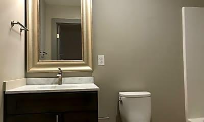 Bathroom, 614 Poplar St, 2