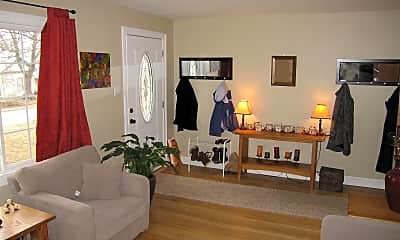 Living Room, 905 S Lincoln St, 1