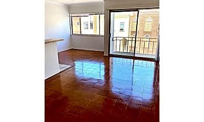 Living Room, 2915 Franklin St, 2