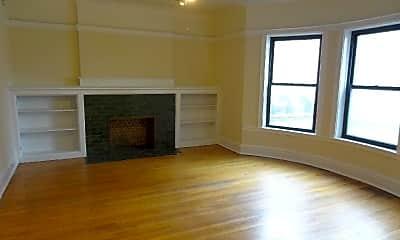 Living Room, 1000 W Argyle St 2N, 1