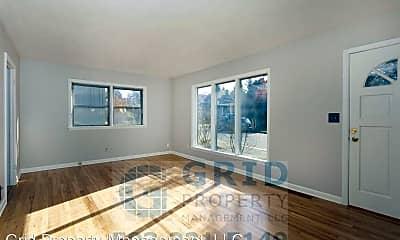 Living Room, 4135 SE Schiller St, 1