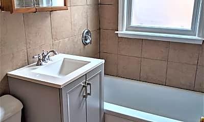 Bathroom, 2643 W Summerdale Ave 1W, 2