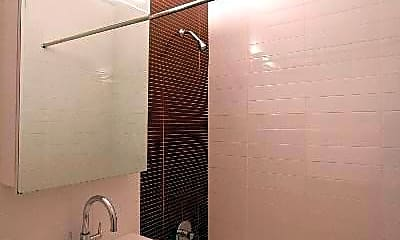 Bathroom, 165 Huguenot St, 2