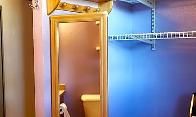 Bathroom, 701 Lincoln Ave, 2