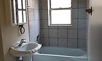 Bathroom, 1609 N Central Ave, 2