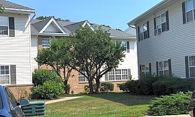 Oakwood Manor, 2