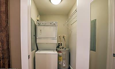 Bathroom, 113 W Adams St 304, 2