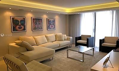 Living Room, 2450 NE 135th St 604, 0