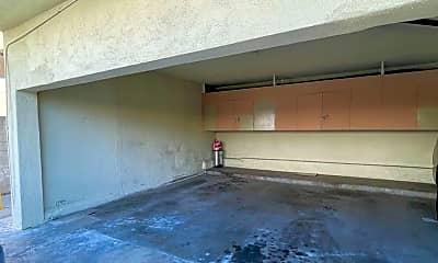 Living Room, 633 Walnut St, 2