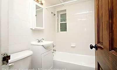 Bathroom, 32 University Cir, 2