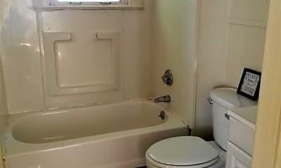 Bathroom, 24 Fairmount St A, 2