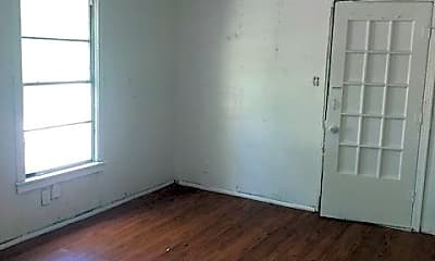 Living Room, 5211 Kent Ave, 2