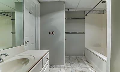 Bathroom, 1276 N Wayne St, 2