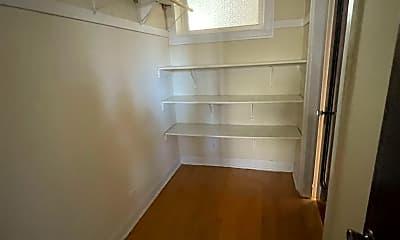 Bathroom, 4626 N Wolcott Ave, 2