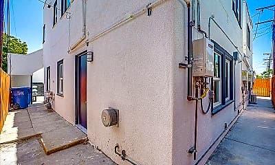 Bathroom, 6623 Crenshaw Blvd, 2