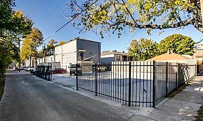Building, 2902 Douglas Ave 111, 2