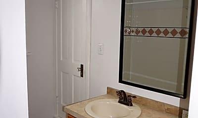 Bathroom, 924 NE 3rd Ave, 2