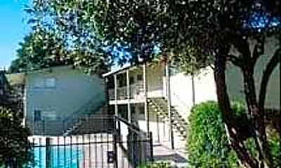 Hilltowne Apartments, 2