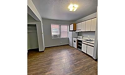 Living Room, 2209 Jones St, 2