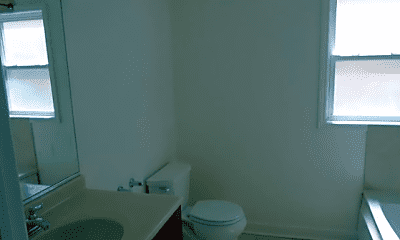 Bathroom, 6435 N Damen Ave., 2