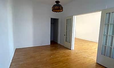 Living Room, 544 N Main St, 2