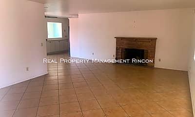Living Room, 3418 E Hawthorne St, 1