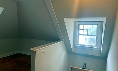 Living Room, 424 E Maxwell St, 1