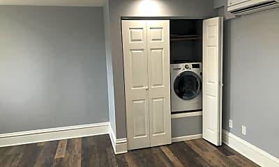 Living Room, 194 N Pearl St, 2