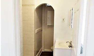 Bathroom, 702 E 7th St, 2