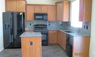 Kitchen, 983 Klamath River Ave, 1