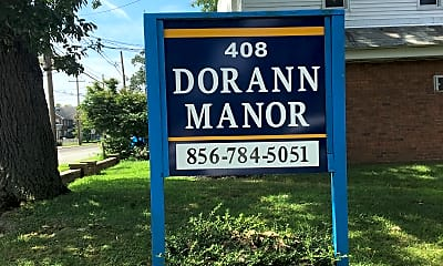 Dorann Manor, 1