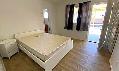 Living Room, 1321 E Hall St, 1