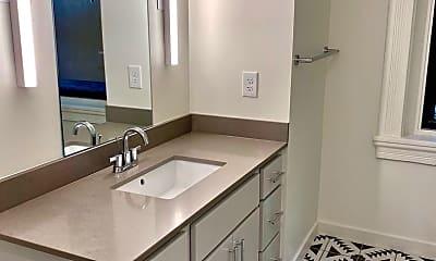 Bathroom, 526 E 12th St, 2