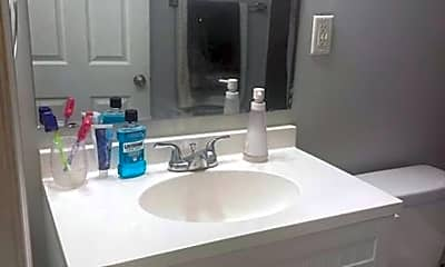 Bathroom, 7008 Forrest Ave, 2