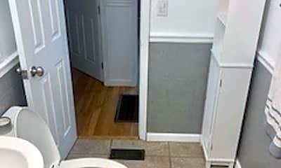Bathroom, 822 S Henderson St, 2