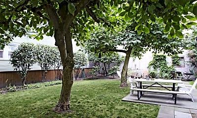 Courtyard, Williamsburg Court, 1