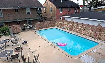 Pool, 113 Carnation Ave D, 1