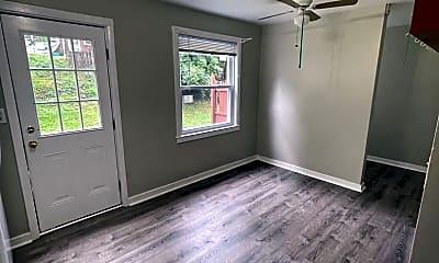 Living Room, 272 Oak Dr, 2