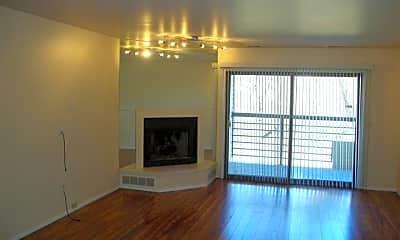 Living Room, 30594 Orchard Lake Rd 38, 1
