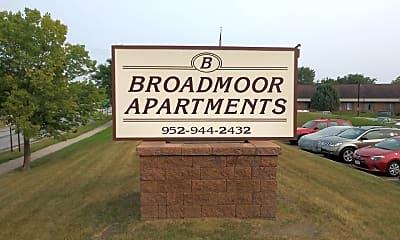 The Broadmoor Apartments, 1