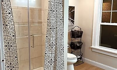 Bathroom, 2625 Glenmawr Ave, 2