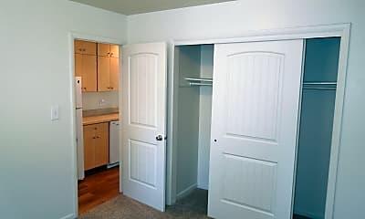 Bedroom, 519 S Meldrum St, 2