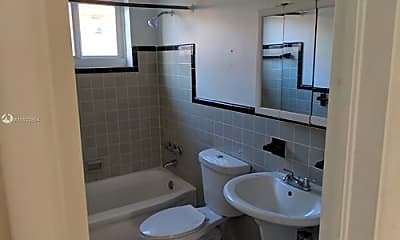 Bathroom, 8125 Hawthorne Ave, 2