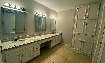 Bathroom, 130 Martingale, 2
