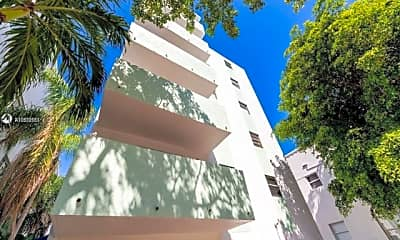 1418 Collins Ave, 0