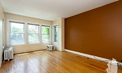 Living Room, 1122 W Addison St. 2, 1