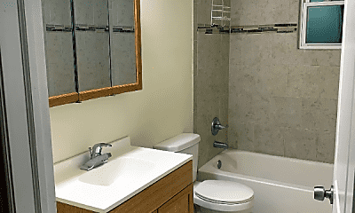 Bathroom, 2106 W Jackson Blvd, 2